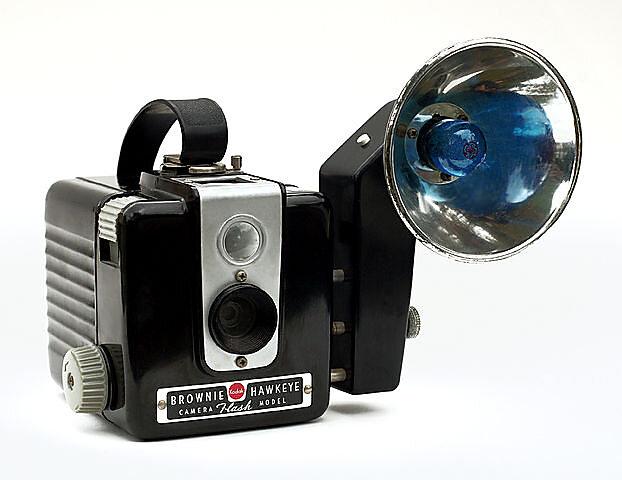 622px-Kodak-Brownie-Hawkeye-Flash.jpg